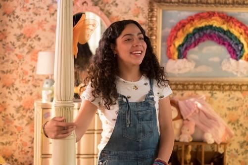 Molly Hernandez (Allegra Acosta)